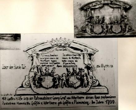 1739 Wappen über der Kirchentür